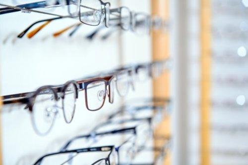 En optique, il existe plusieurs types de verres correcteurs. On parle de  verres simples pour les verre unifocaux ou à simple foyer. 038db1375adb